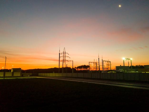 공장의 새벽. 광업 및 가공 공장. 실비나이트 채굴. 벨로루시 공화국 페트리코프 지구.