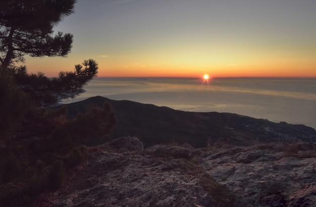 クリミア半島のaipetriの夜明け