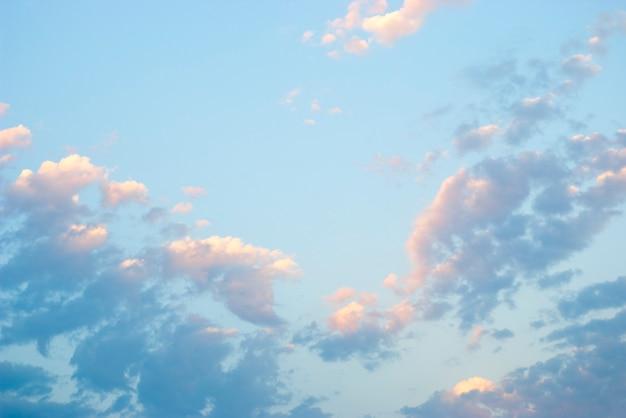 夜明けの空、雲