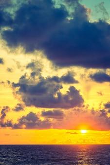 День синий горизонт закат драматической