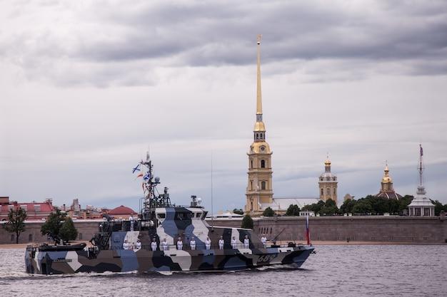 День вмф россии, военно-морской парад, военные эсминцы на неве