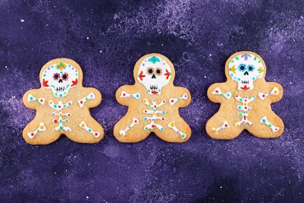 砂糖の頭蓋骨の形をした死んだクッキーの日