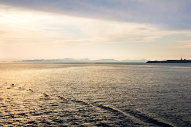 地中海の夜明け