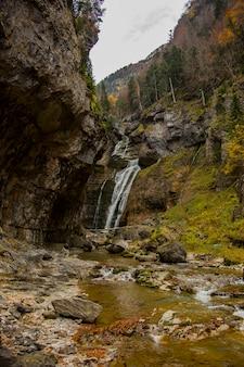 De la cueva waterfall in ordesa and monte perdido national park, spain