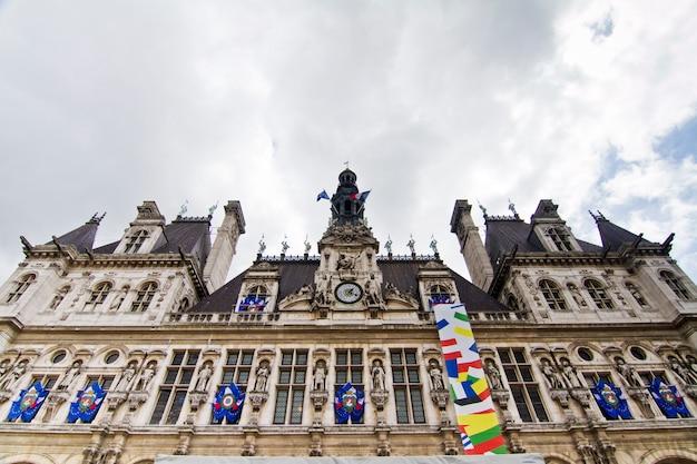 Здание отеля de ville, париж, франция