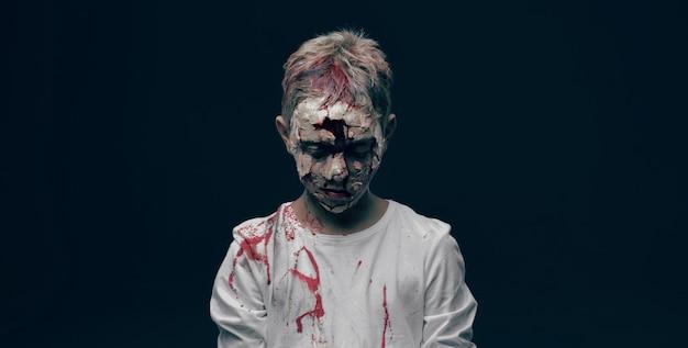 死んだ少年ゾンビ。ホラーハロウィーンの概念