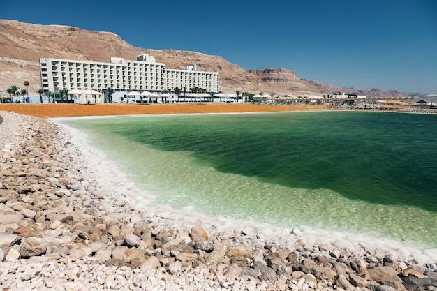 Соляной берег мертвого моря. эйн-бокек, израиль