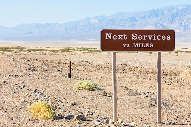 Долина смерти, сша. следующая услуга streetight полезна для концепции путешествий