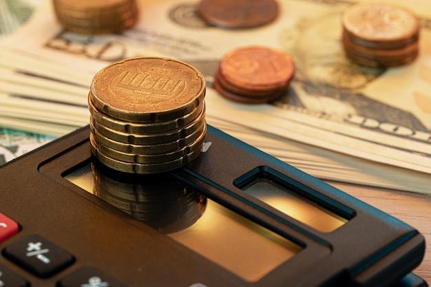 Концепция сбора задолженности и налогового сезона, время оплатить концепцию. закрыть