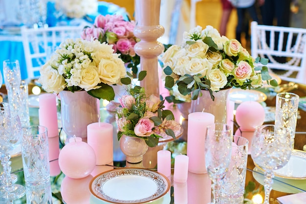 Decor of candles and flowers at the wedding table