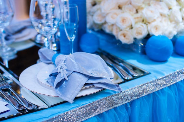 Decor for a wedding in the style of blue flowers and candles