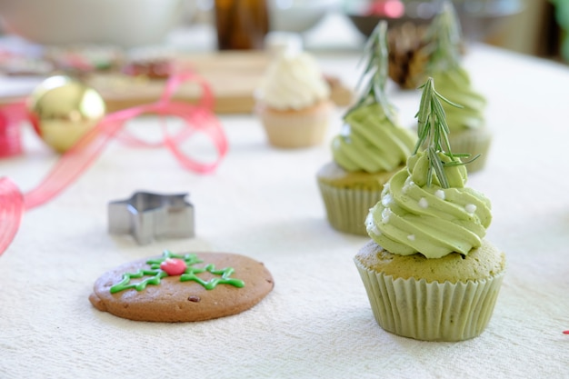 Decorated christmas cupcakes.