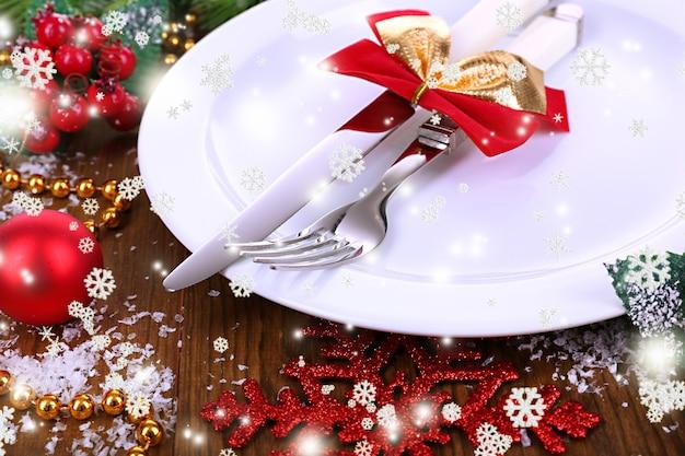 飾られたクリスマステーブルの設定