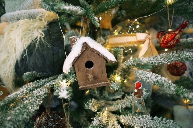 飾られたクリスマスツリー、クローズアップ