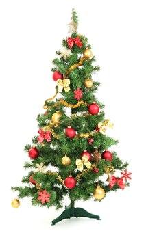 Украшенная рождественская елка, изолированная на белом