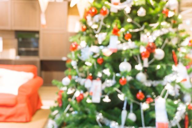 산만 된 크리스마스 트리 장식
