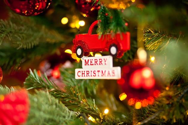 장식 된 크리스마스 트리