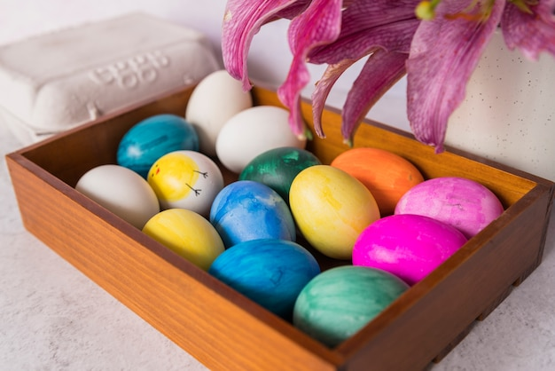 Decorated eggs on tray