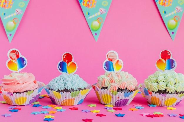 Muffin decorati per la festa di compleanno