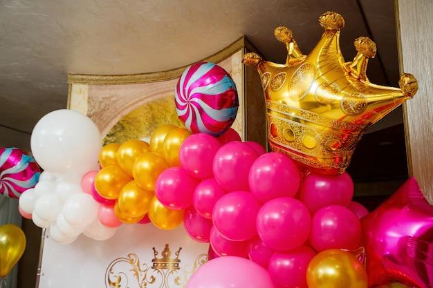 子供たちのパーティーのための装飾と装飾