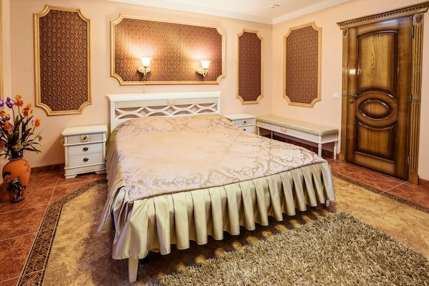 モダンなベッドルームの装飾と家具