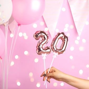 20歳の誕生日パーティーの装飾
