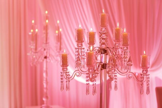 休日やピンクの光でお祝いの装飾
