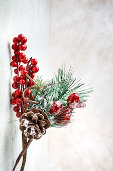 Украшение из шишки, веточки и ягод