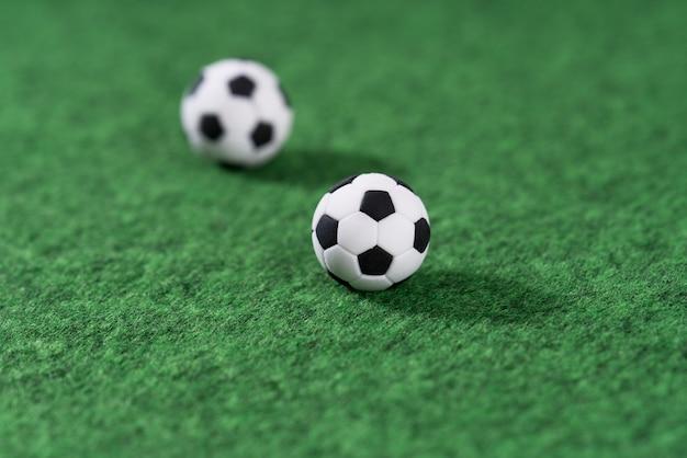 Украшение мини-футбола на зеленой площадке