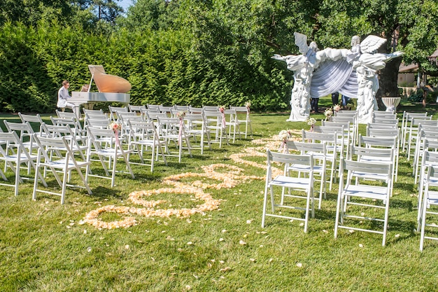 Decorations for newlyweds