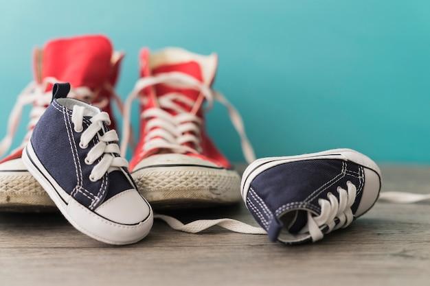 Декоративный фон с цветными обувь