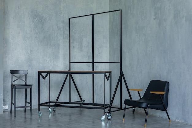 装飾的な黒い椅子のハンガー