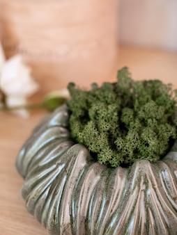 장식용 세라믹 꽃병. 세련된 인테리어 홈 디자인