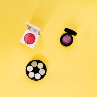 黄色の化粧品