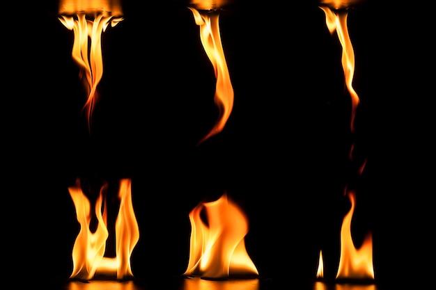 Декоративные пламени на черном фоне