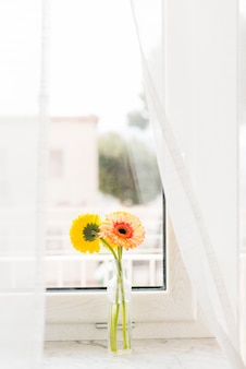 花瓶の装飾的な花