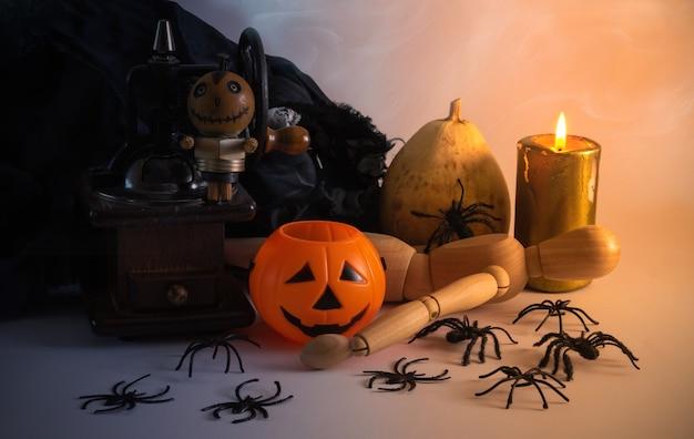 Декоративный натюрморт на хэллоуин с тыквами, пауками и свечами минимальное оформление копирование пространства