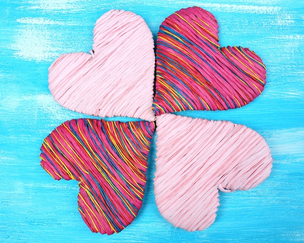 Декоративное сердце на деревянном