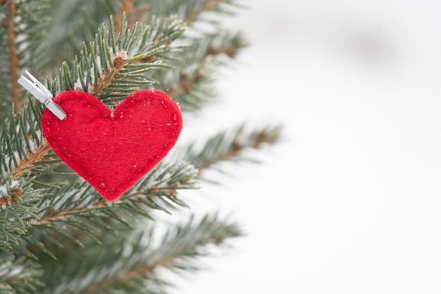 クリスマスツリーの装飾的なハート型の飾りバレンタインa