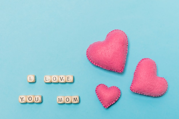 Decorative hearts near i love you mom title