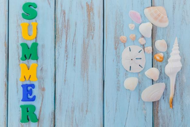 装飾文字と貝殻