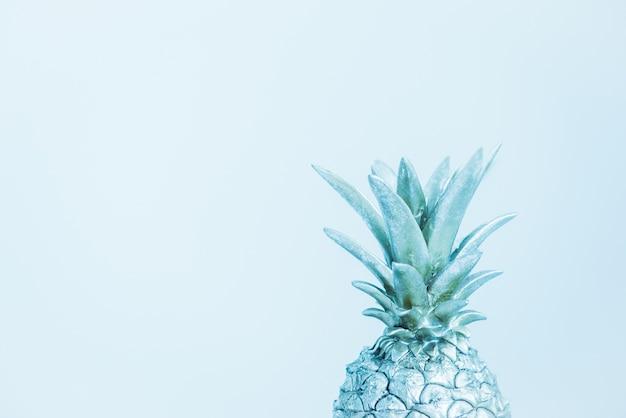 青の装飾的なパイナップル