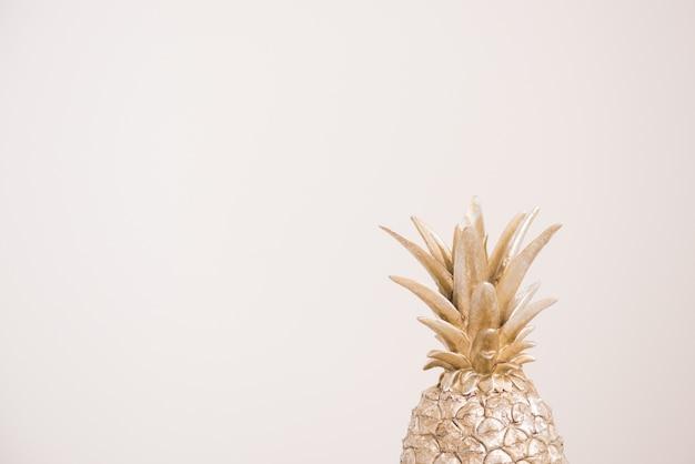 灰色の装飾的なパイナップル