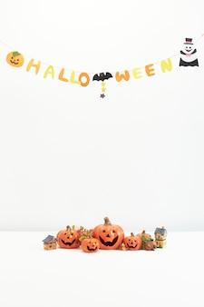 Декоративные тыквы на хэллоуин на белом фоне