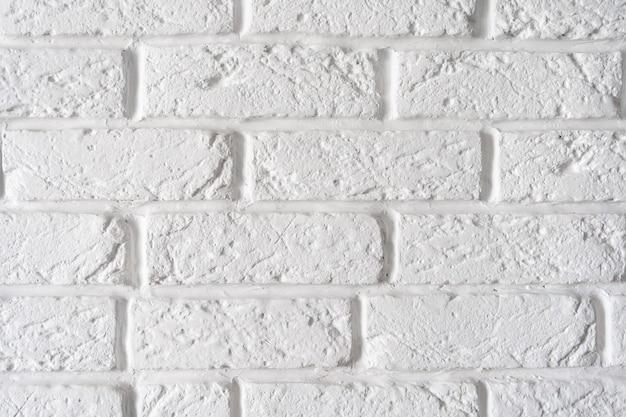 Декоративная грубая белая кирпичная стена фон крупным планом