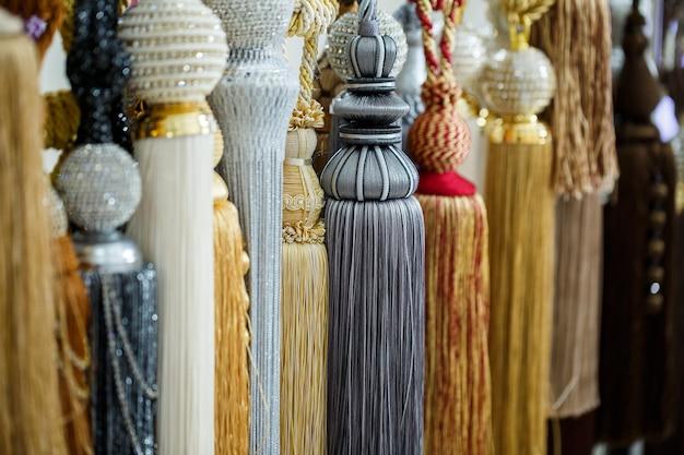 カーテン用テキスタイルからの装飾的なネクタイカーテン