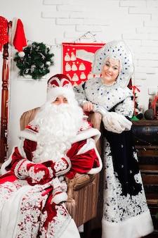 デッドモローズサンタとスネグーラチカの雪の少女。