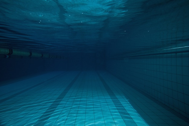 Deep blue swimming pool with no one in it