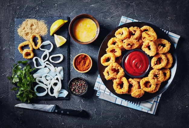 Deep-fried calamari rings served with ketchup