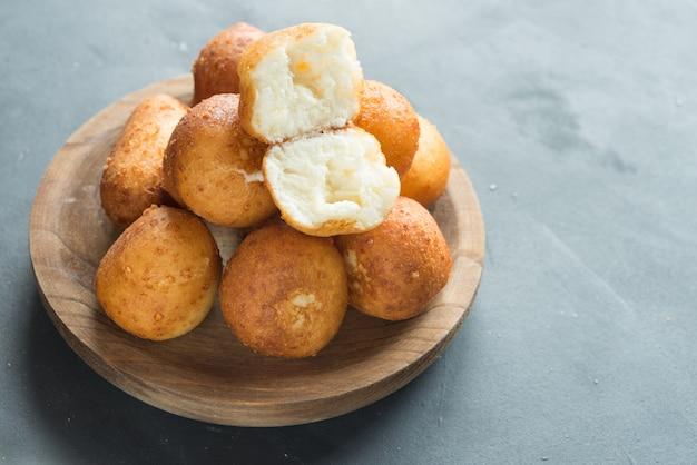 Жареный сырный хлеб